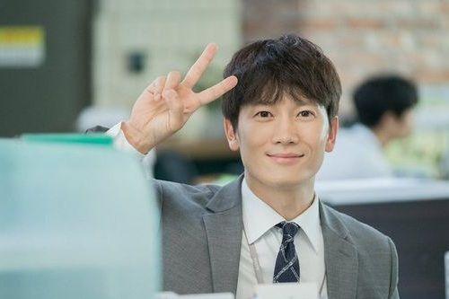 Foto Ganteng Terbaru Ji Sung