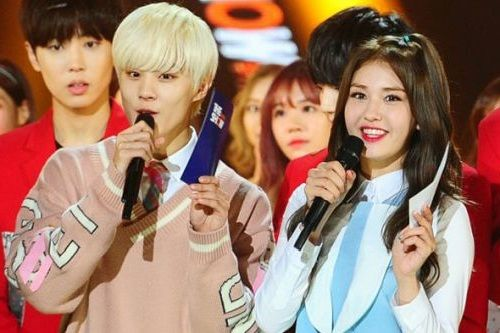 Foto Wooshin UP10TION jadi MC