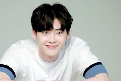 foto terbaru lee jong-suk 2019